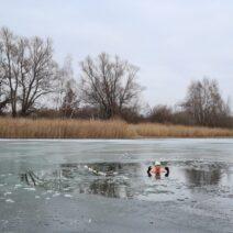 2021_01_17 Jenny Bluhm beim Eisbaden im Habermannsee Berlin
